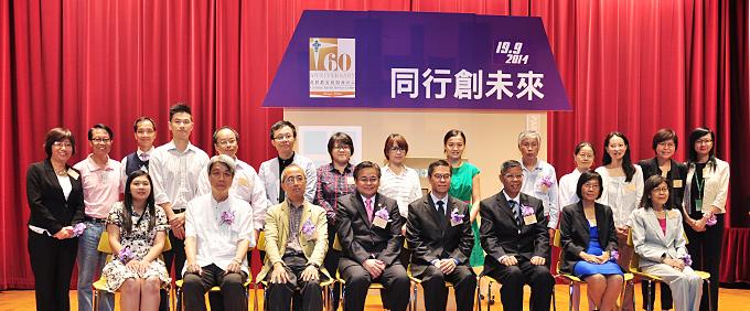 相片1:左起: 吳美娟女士、王惠梅女士、陳鎮中醫生、 郭烈東先生、高黃英芸女士、唐彩瑩女士、 陳汝威先生