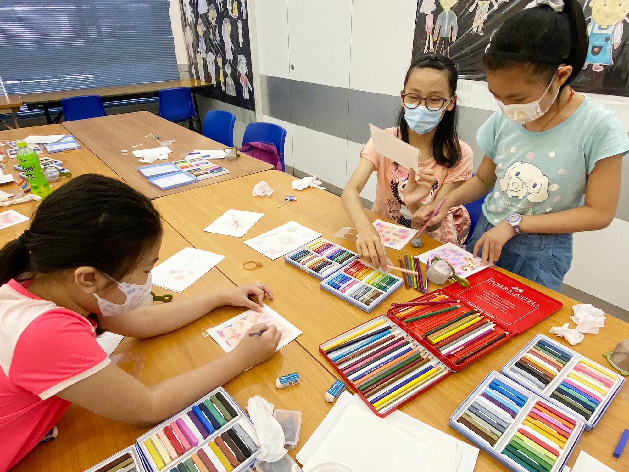 香港人寿赞助—「 一『童』经『曆』和谐粉彩班」
